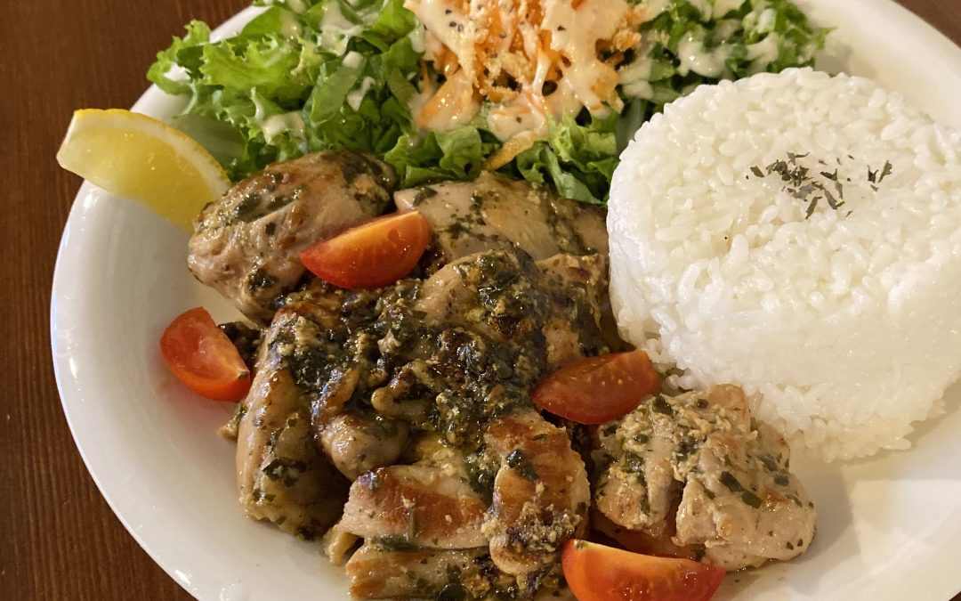 バジルソースチキンソテー • Basil Sauce Chicken Plate w Rice
