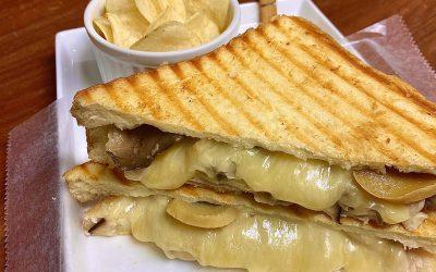 キノコ&  ポークの2種類チーズ  ホットサンド * Mushroom &  PorkTwo Cheese Melt